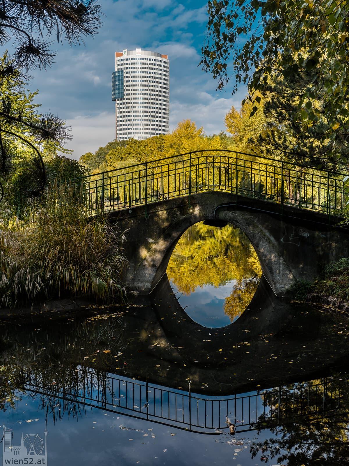 Blick auf den Florido Tower  Floridsdorfer Wasserpark