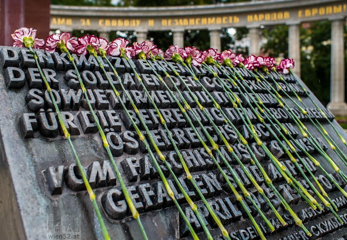 Denkmal zu Ehren der Soldaten der Sowjetarmee  Schwarzenbergplatz