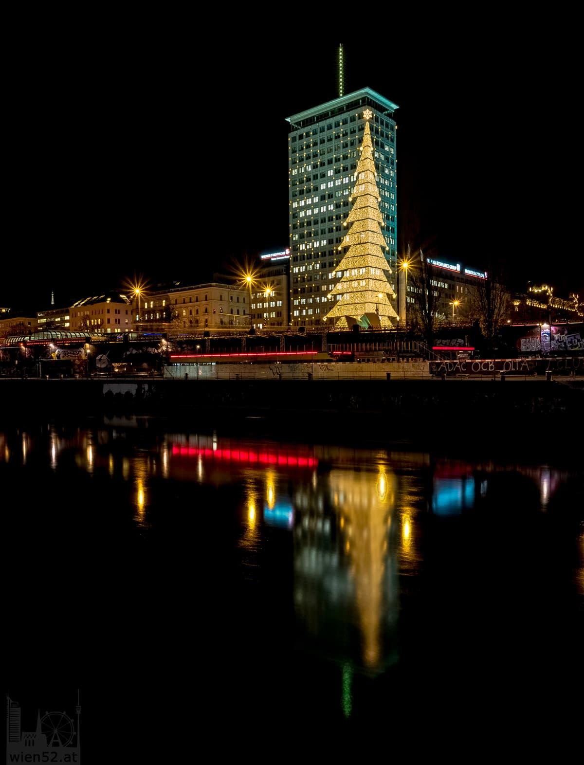Weihnachtsbeleuchtung  Ringturm