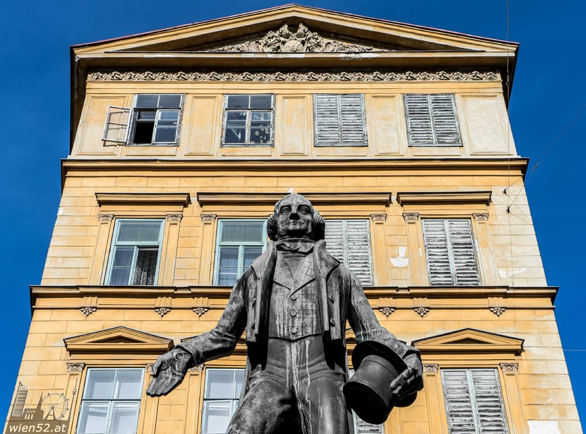 Johann Nestroy Denkmal
