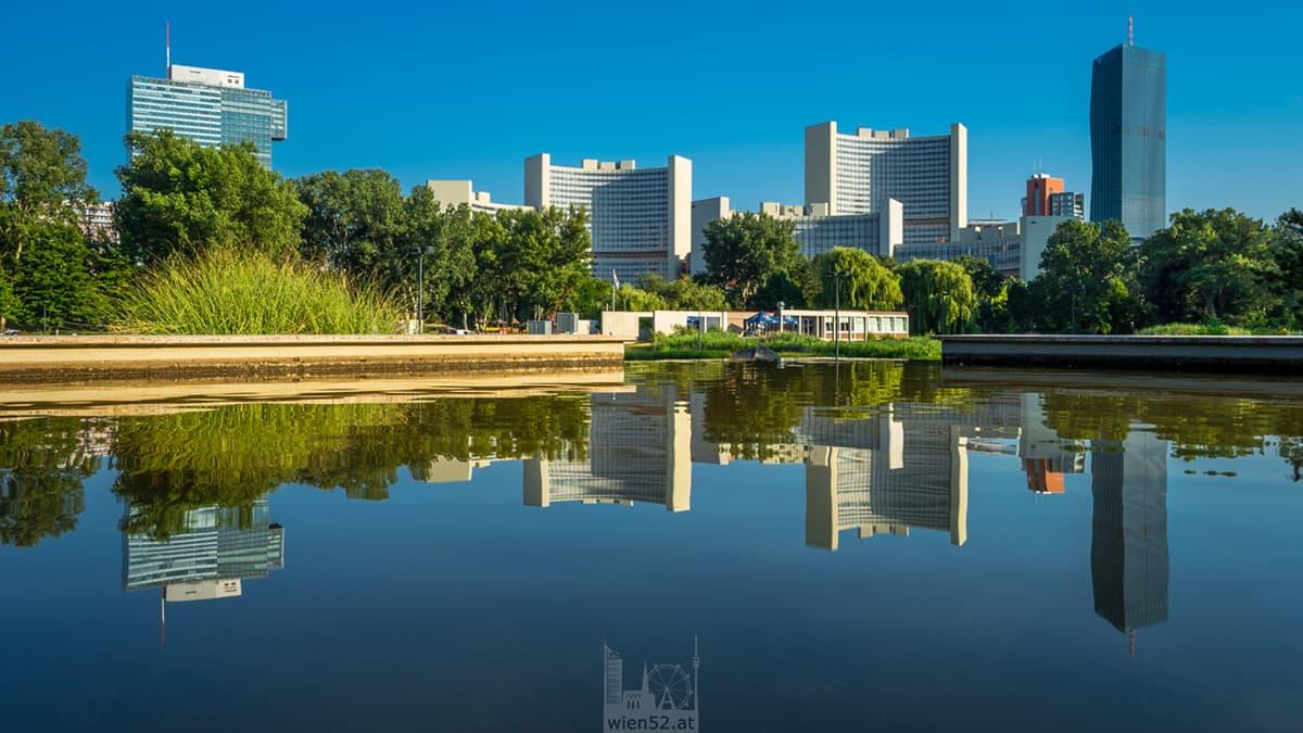Vienna International Centre vom Donaupark aus gesehen