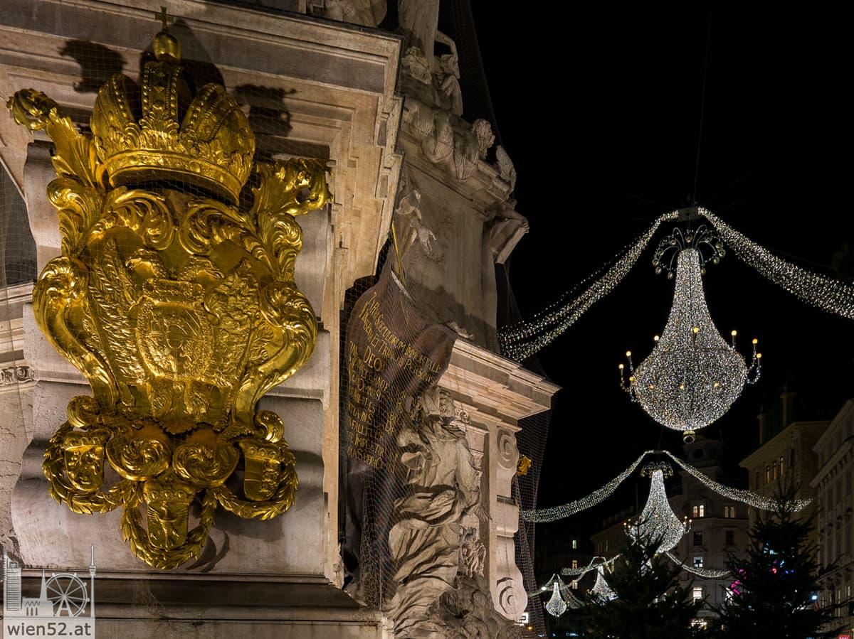 Wiener Pestsäule und Weihnachtsbeleuchtung am Graben