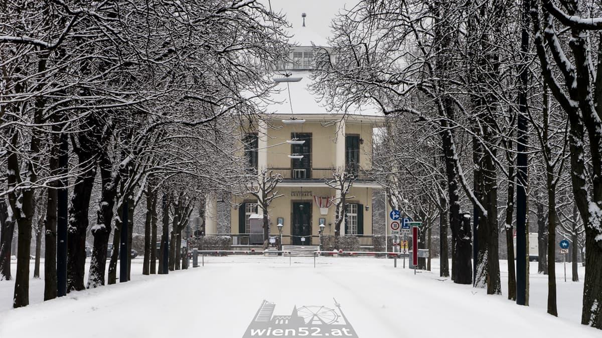 Lusthaus im Schnee
