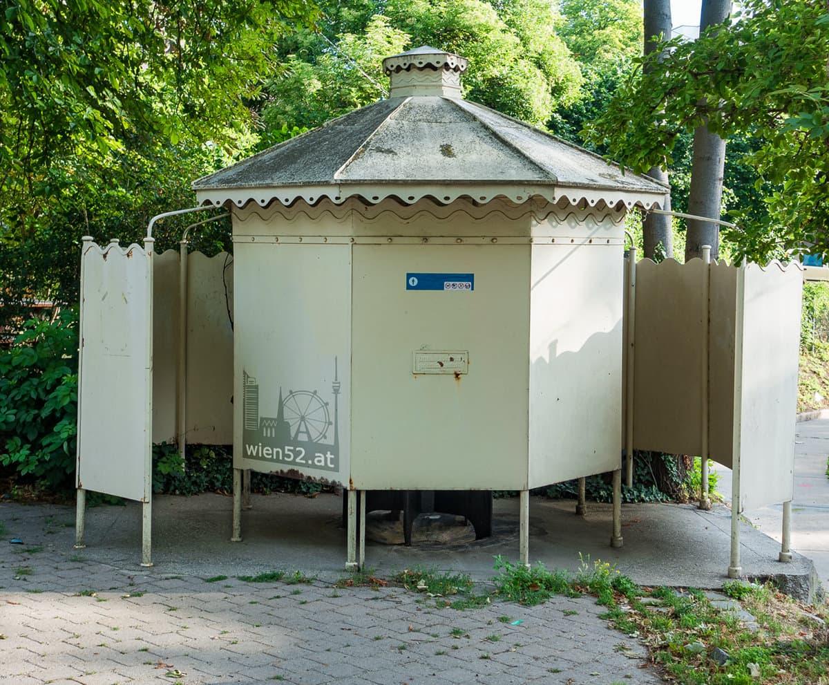 Wiener Pavillon Pissoir  Nussdorf