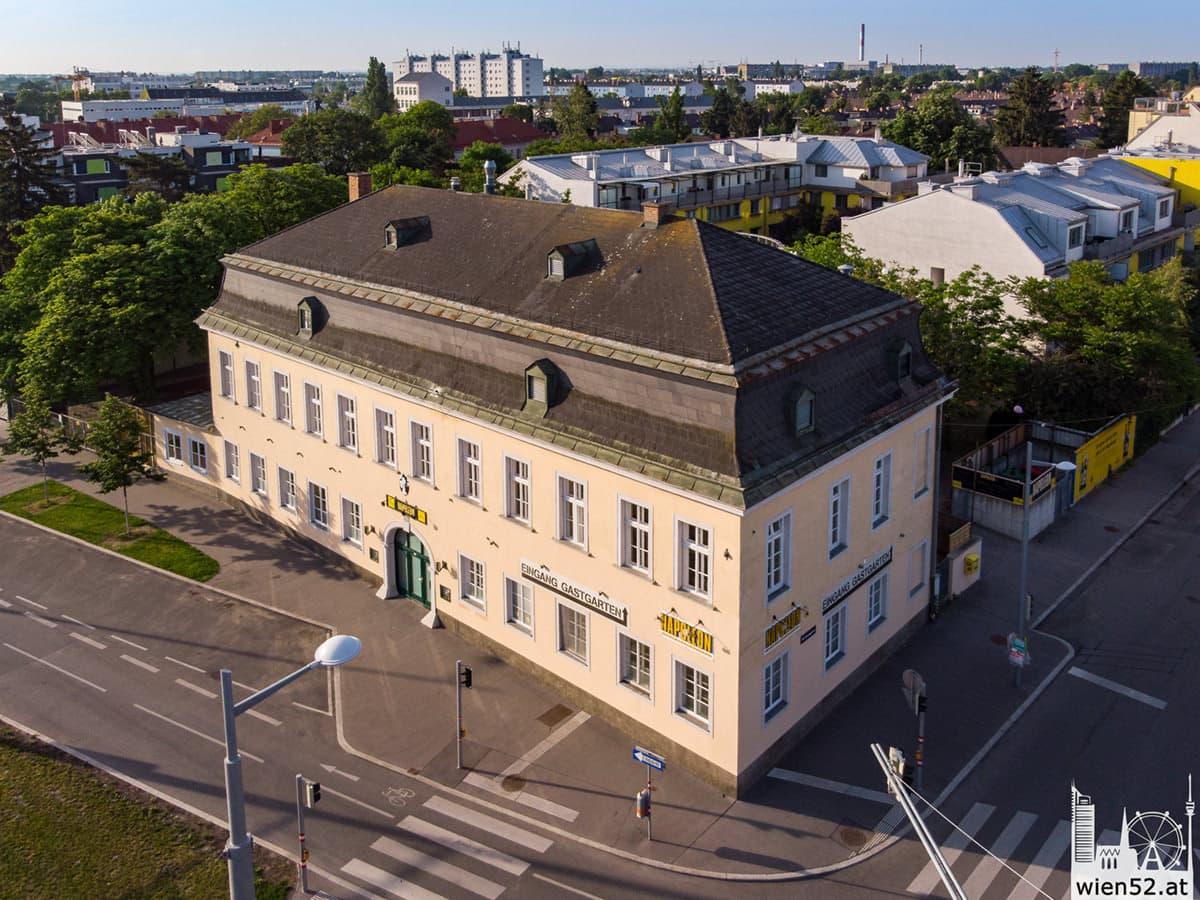 Napoleon - Der Bierfreihof im 22. Bezirk