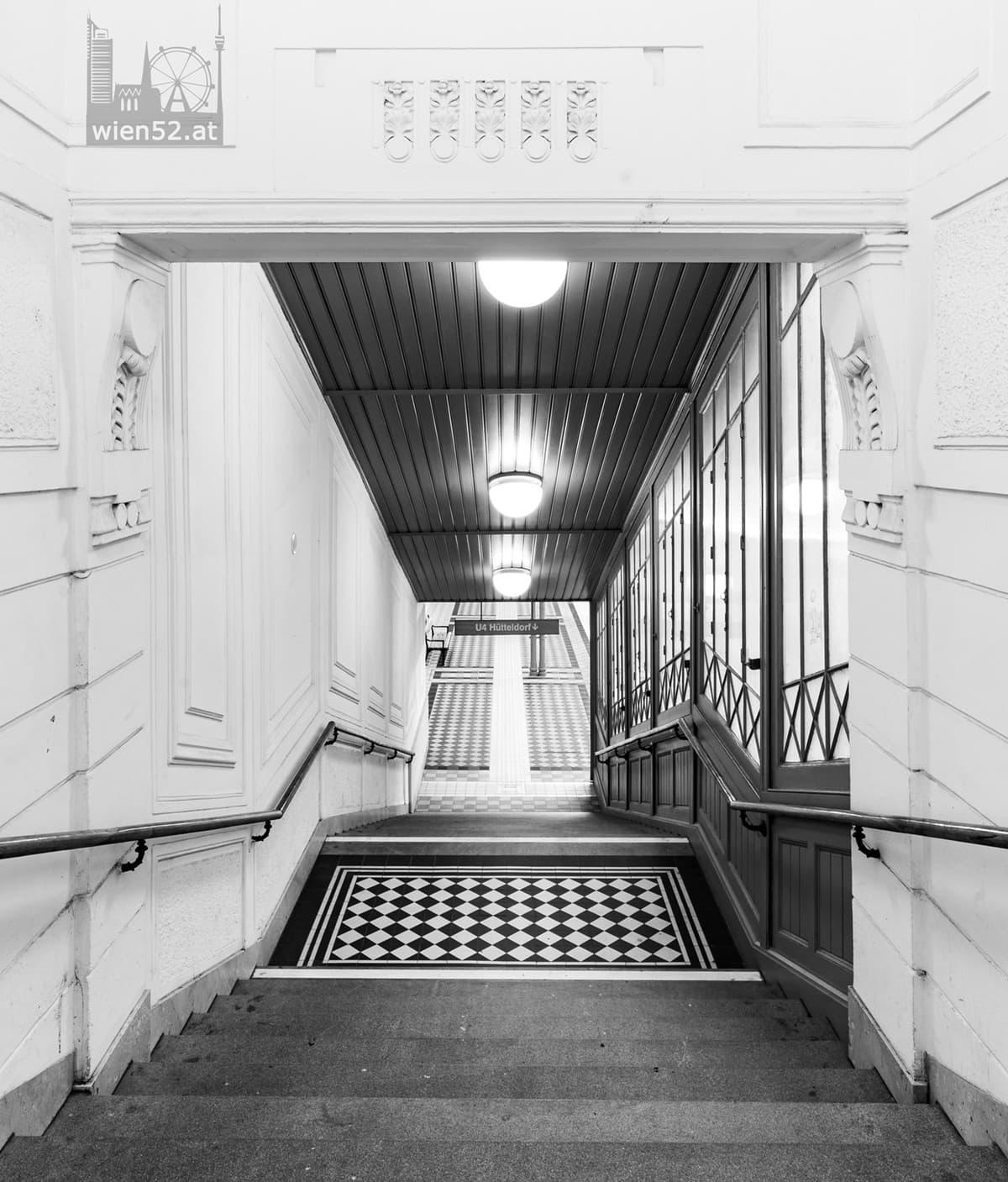 Stiegenaufgang in der U-Bahn-Station Stadtpark