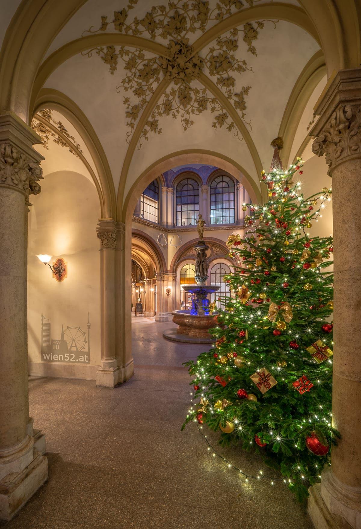Weihnachtsbaum im Palais Ferstel