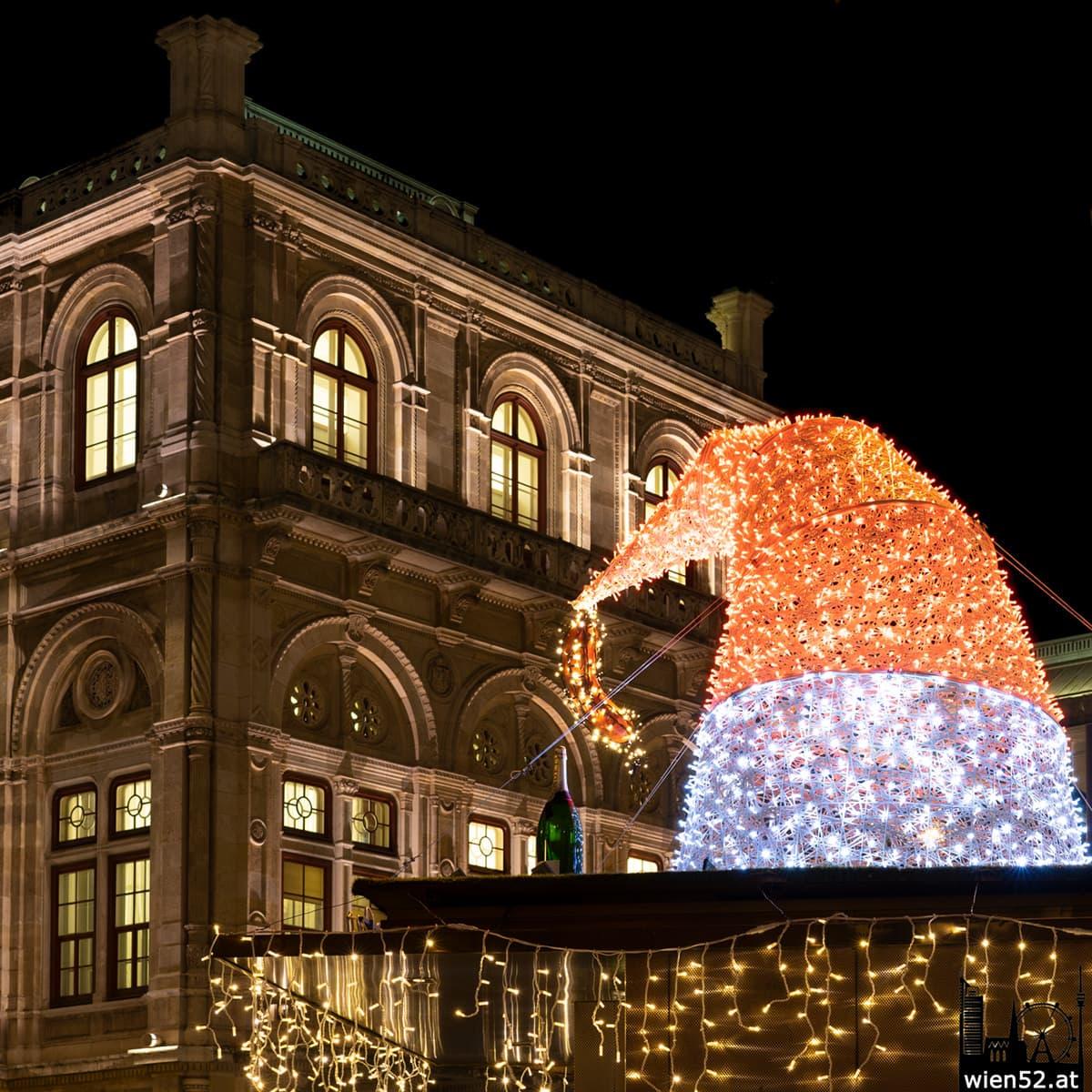 Beleuchtung vor der Wiener Staatsoper