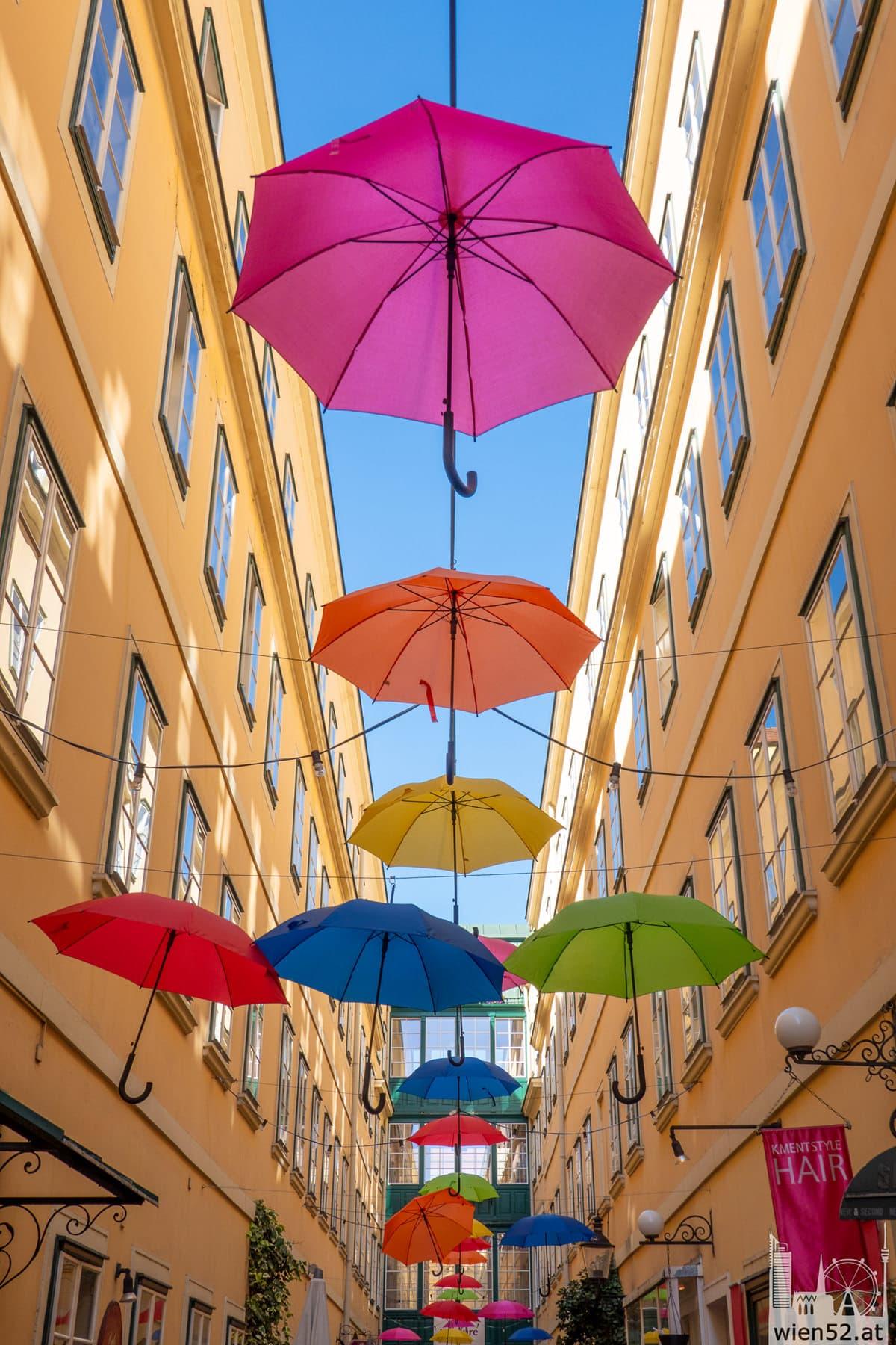 Regenschirme in der Sünnhof Passage