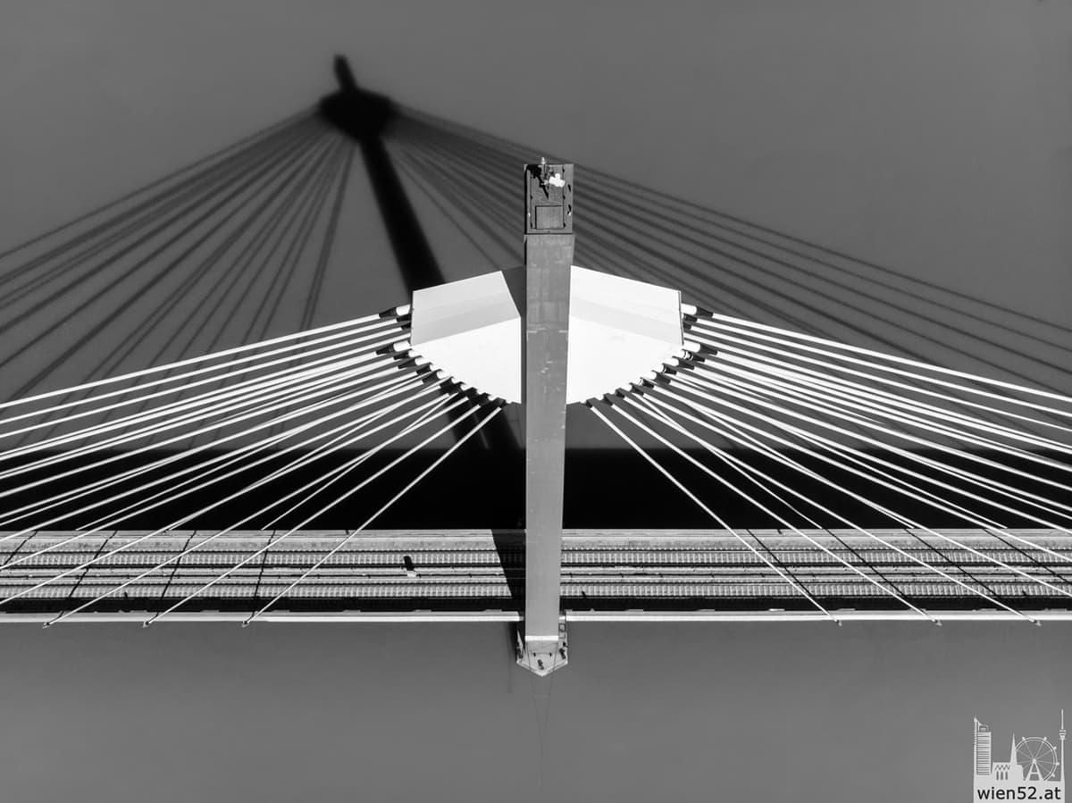 Schatten der Donaustadtbrücke