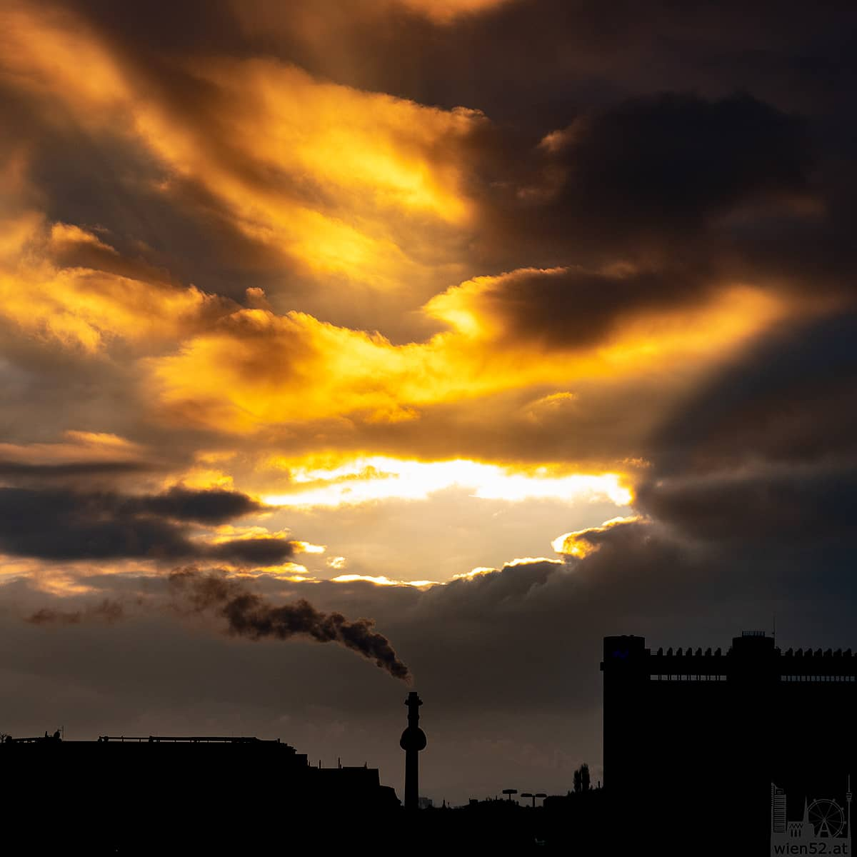 Sonnenuntergang über der Müllverbrennungsanlage Spittelau